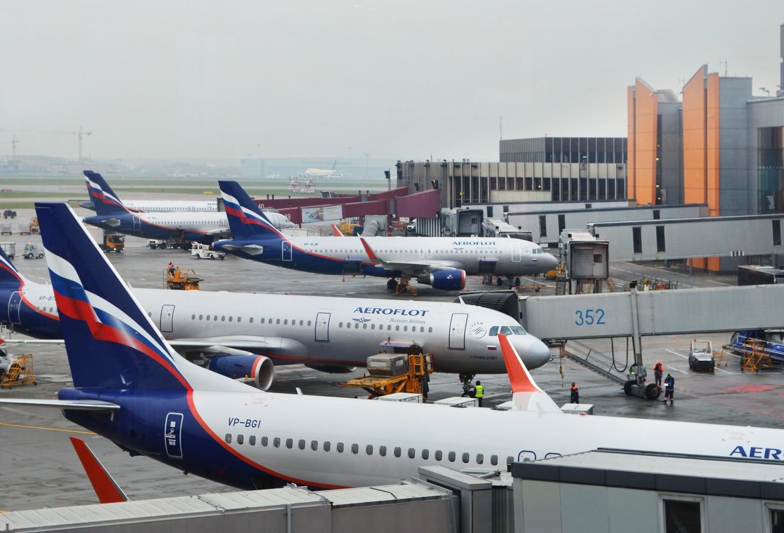 Repülőjáratokat tartóztatott fel a hóesés Moszkvában