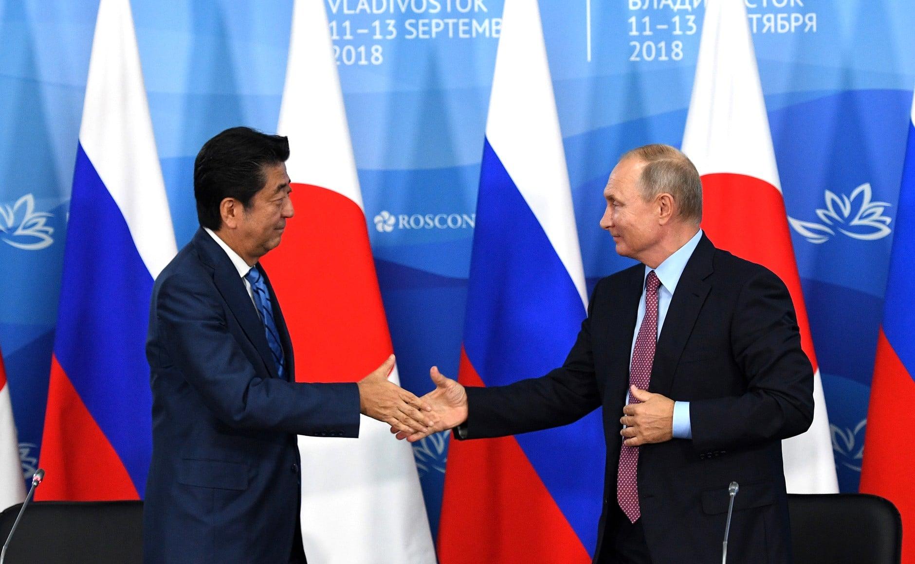 Putyin és Abe a Kuril-szigeteki gazdasági együttműködés folytatásáról állapodott meg