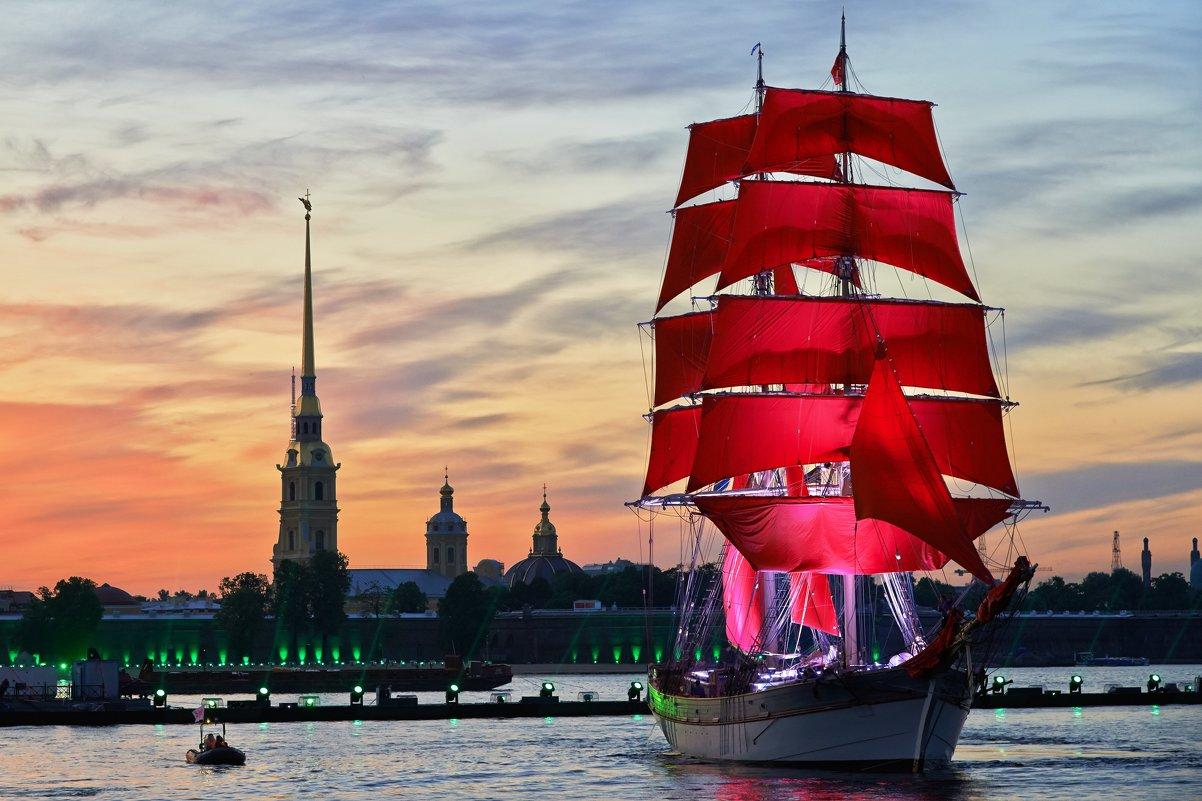 Videó: Skarlátvörös vitorlák – ezt látnod kell Szentpéterváron