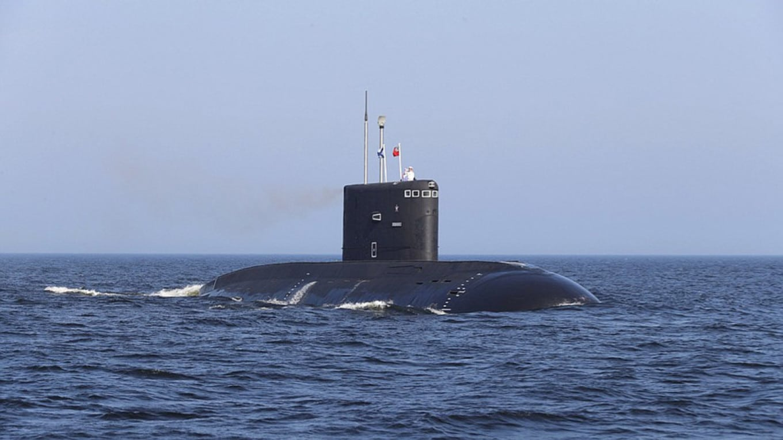 Tűz volt egy orosz kutató tengeralattjárón, legalább 14 halott