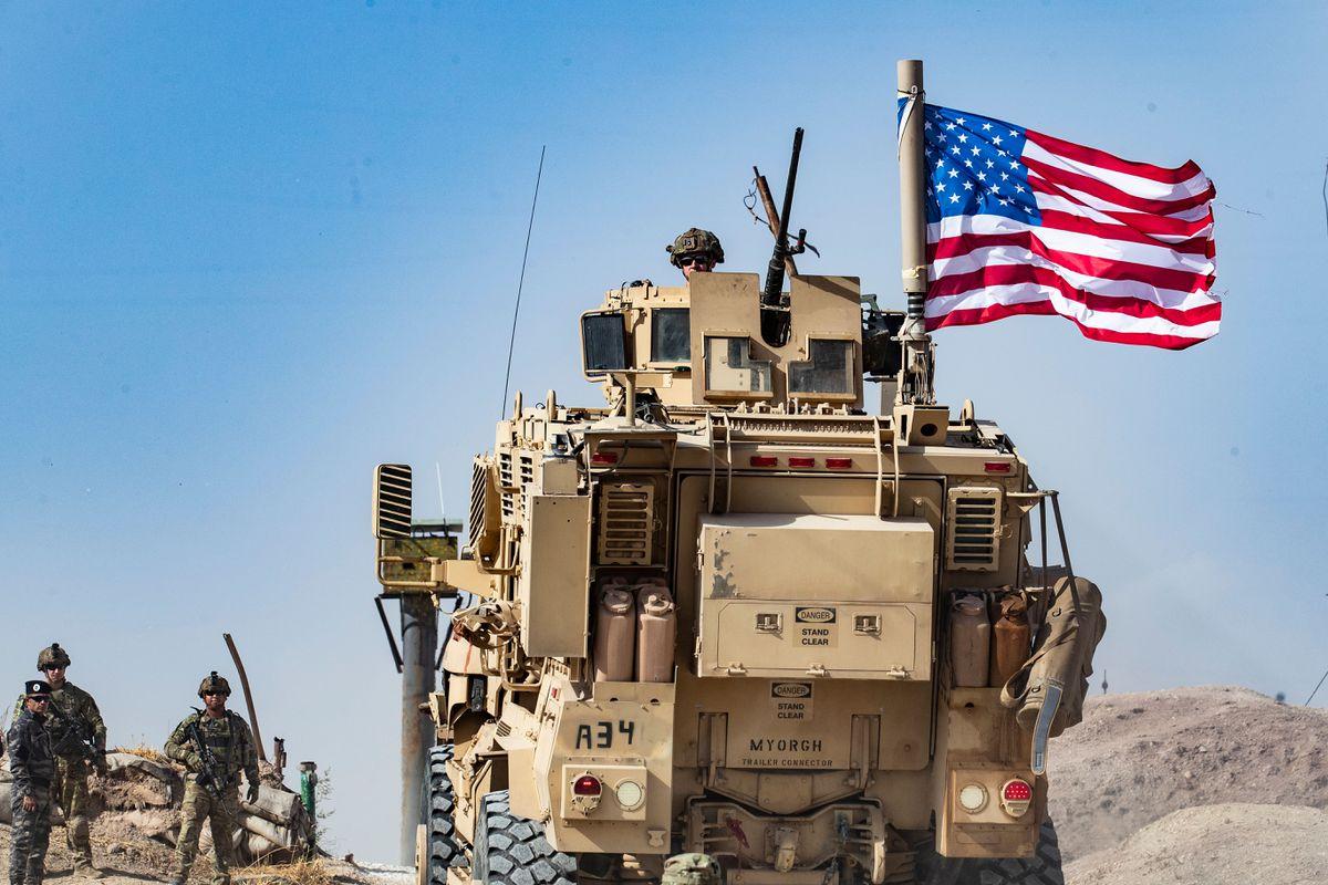 Videó: visszatért egy amerikai katonai konvoj a legjelentősebb szír olajmezőkre