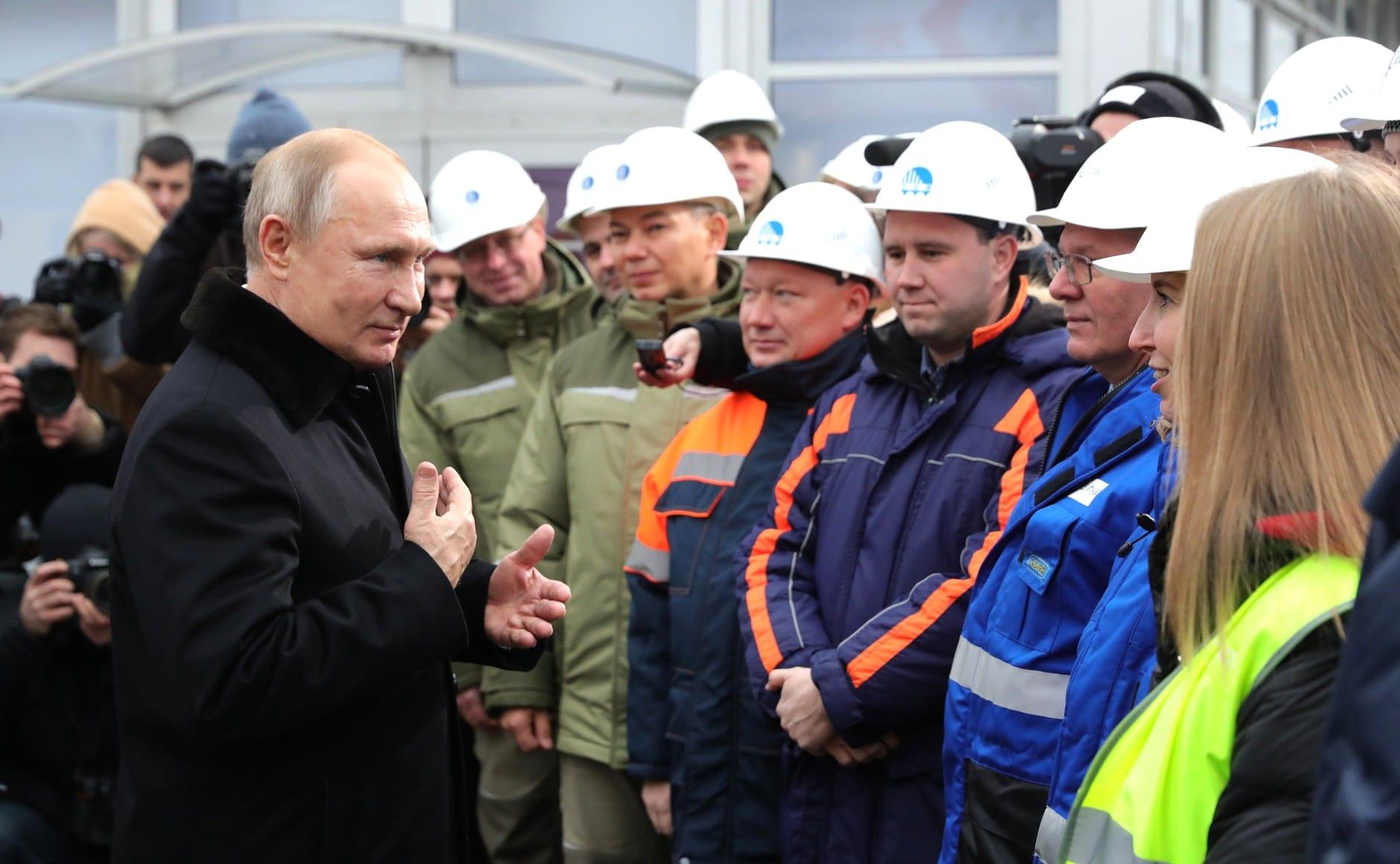 Putyin átadta a Moszkva-Szentpétervár autópályát, amelyet Névára kereszteltek (képek)
