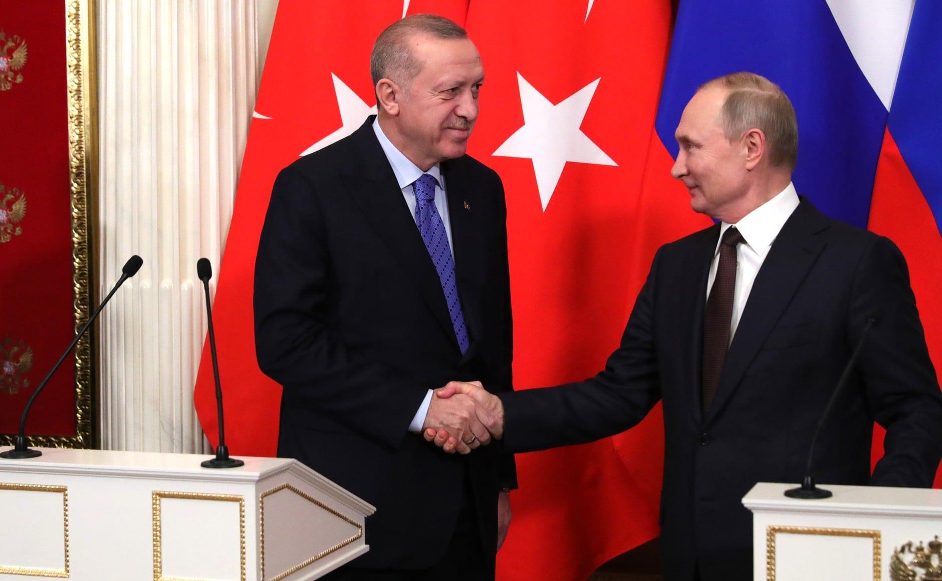 Putyin és Erdogan megállapodott: éjféltől tűzszünet lép életbe Idlíbben