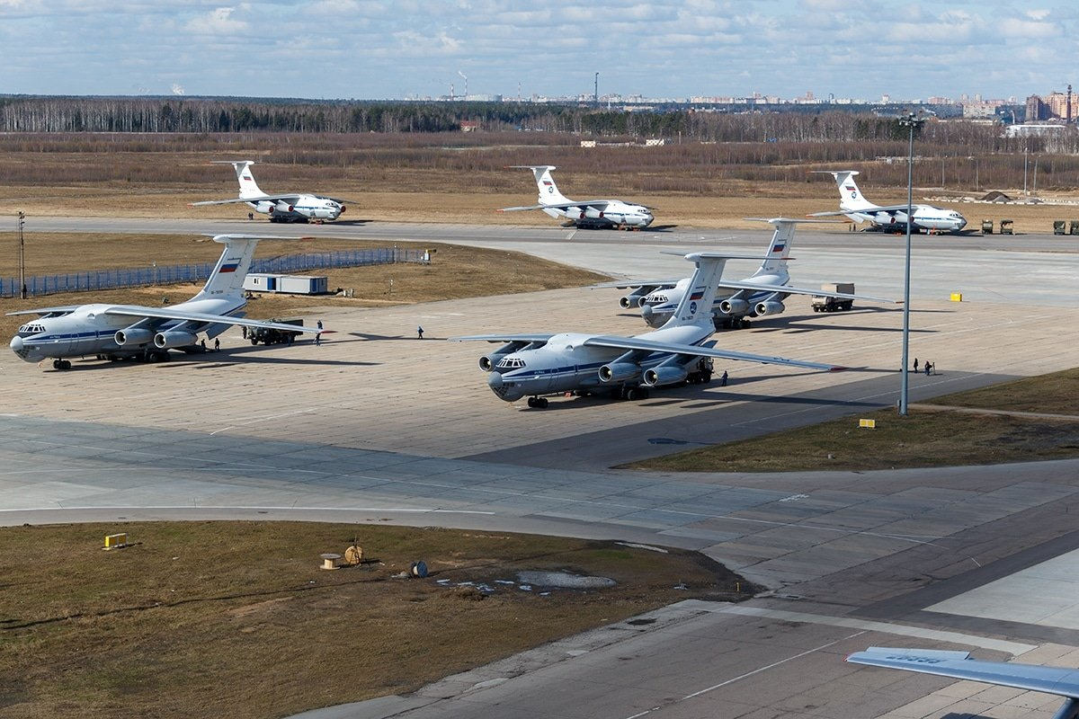 Még három orosz repülőgép érkezett segélyszállítmánnyal Olaszországba, összesen 13