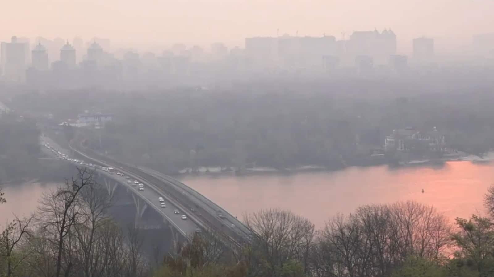 Videó: Kijevet elérte a csernobili erdőtűz füstje, Moszkva kész segíteni az oltásban, ha Ukrajna kéri