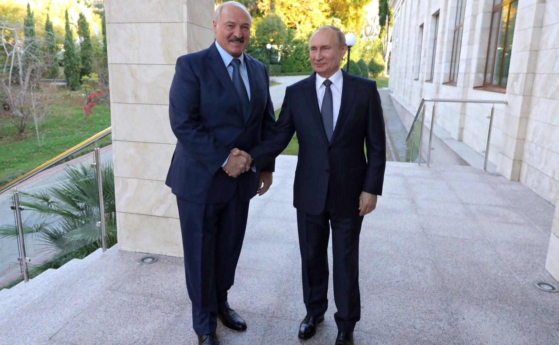 Putyin: Oroszország szükség esetén rendvédelmi erőiből küld segítséget Belarusznak